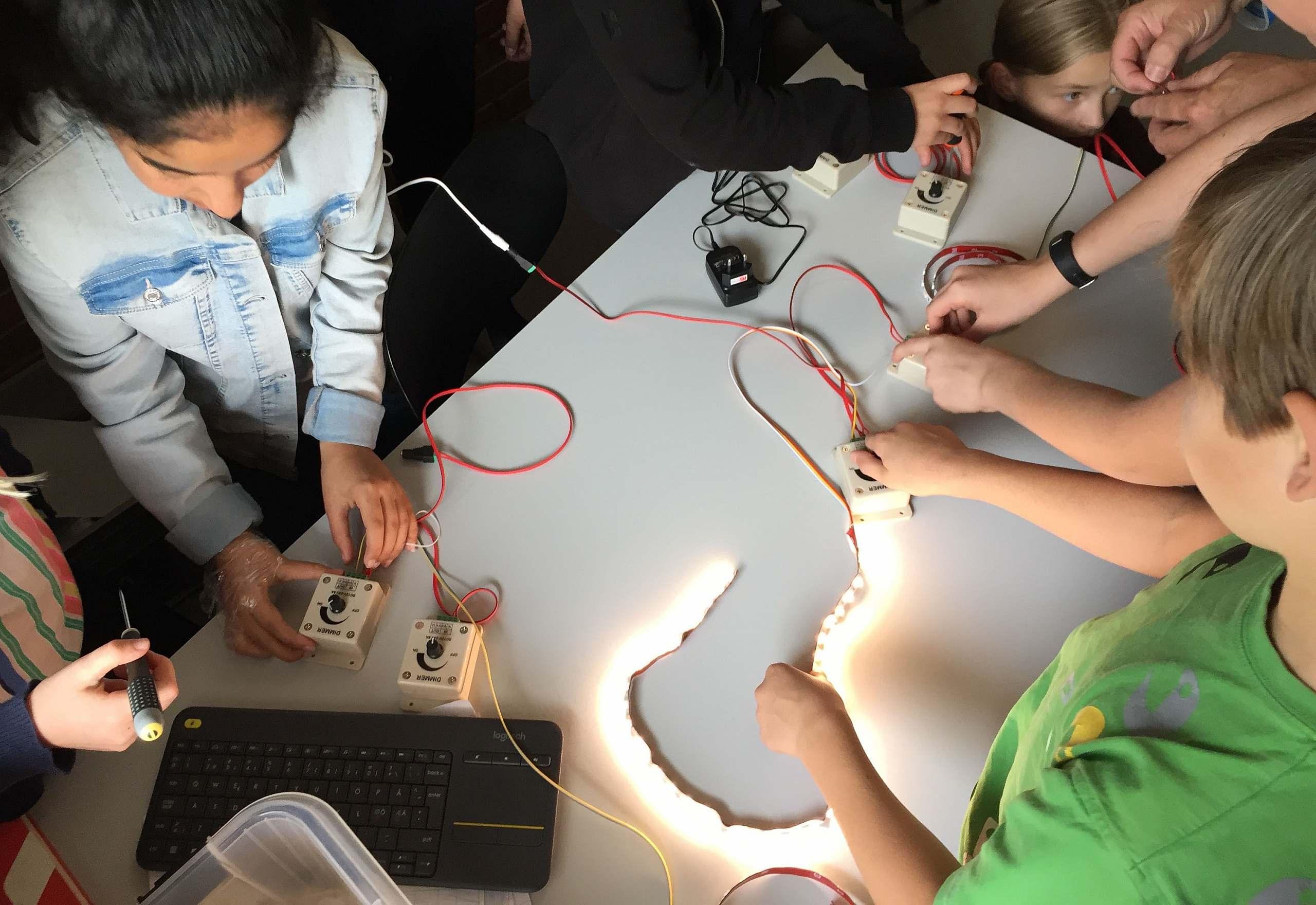 ELFORSK projekt Energioptimering med adaptivt lys i folkeskolen