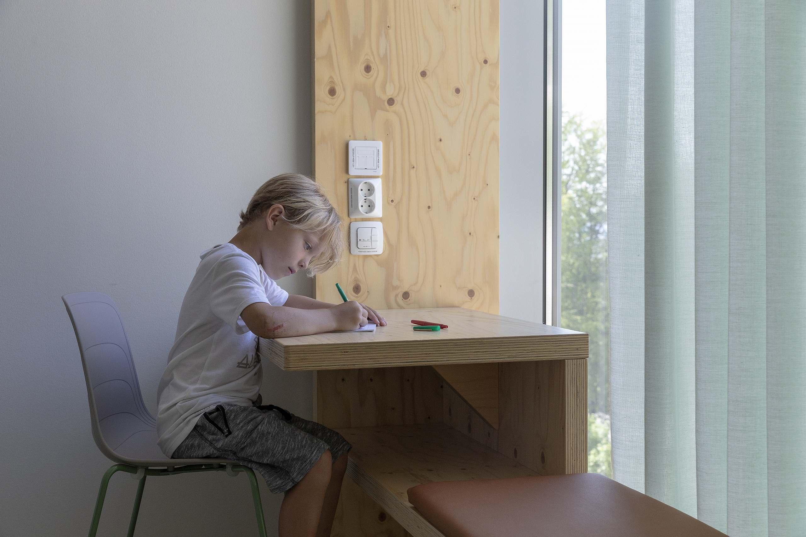 BUS Bergen Kinder- und Jugendkrankenhaus - Fenstermöbel