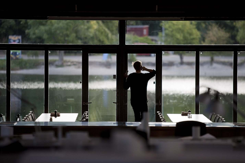 Arbeit in einem Architekturbüro am Wasser