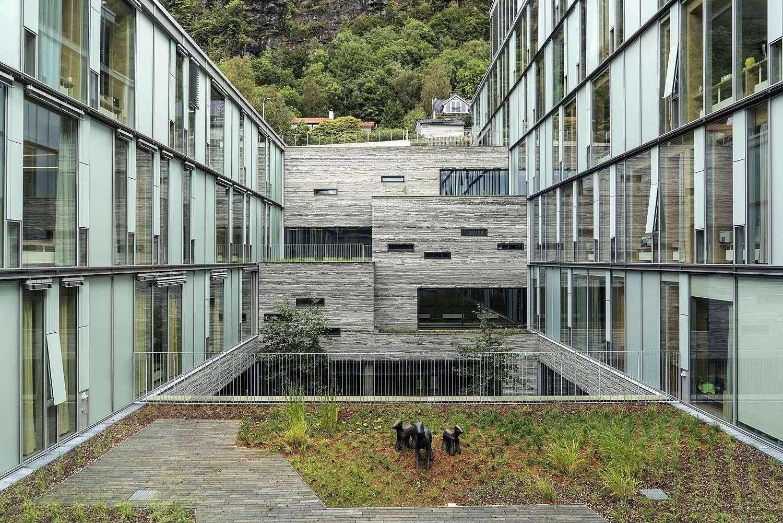 Kinderkrankenhaus der Universitätsklinik Haukeland - grüner Außenbereich
