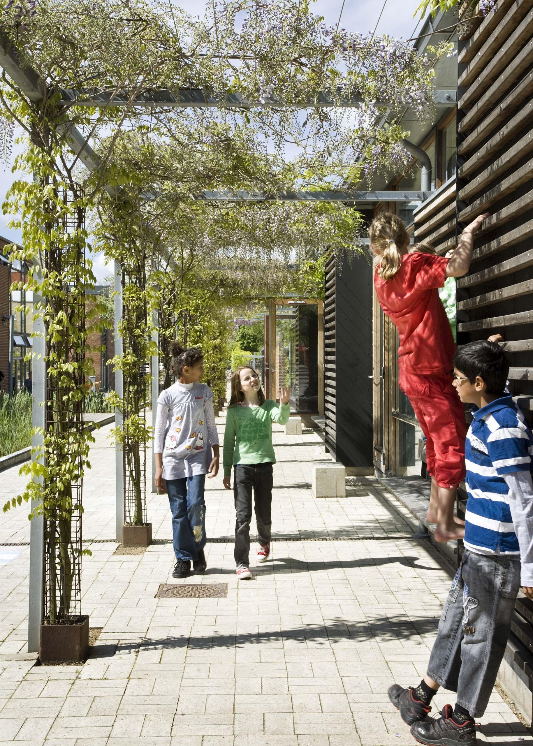 Utterslev School Climbing children